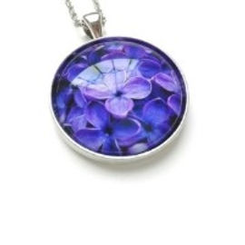 How to make resin jewellery and capture flowers; images; memorial items in resin