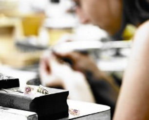 live online jewllery mentoring sessions to help you improve your jewellery skills, ideal for jewellery graduates & jewellery Makers
