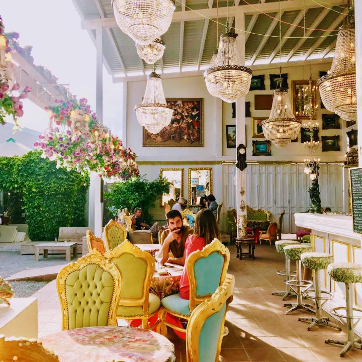 SLUIZ Ibiza. cafe #swanky!