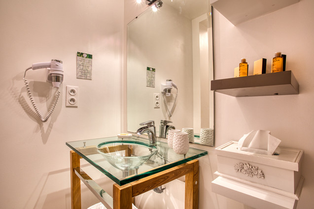 chambre-hotes-salle-de-bain-séparé-nux