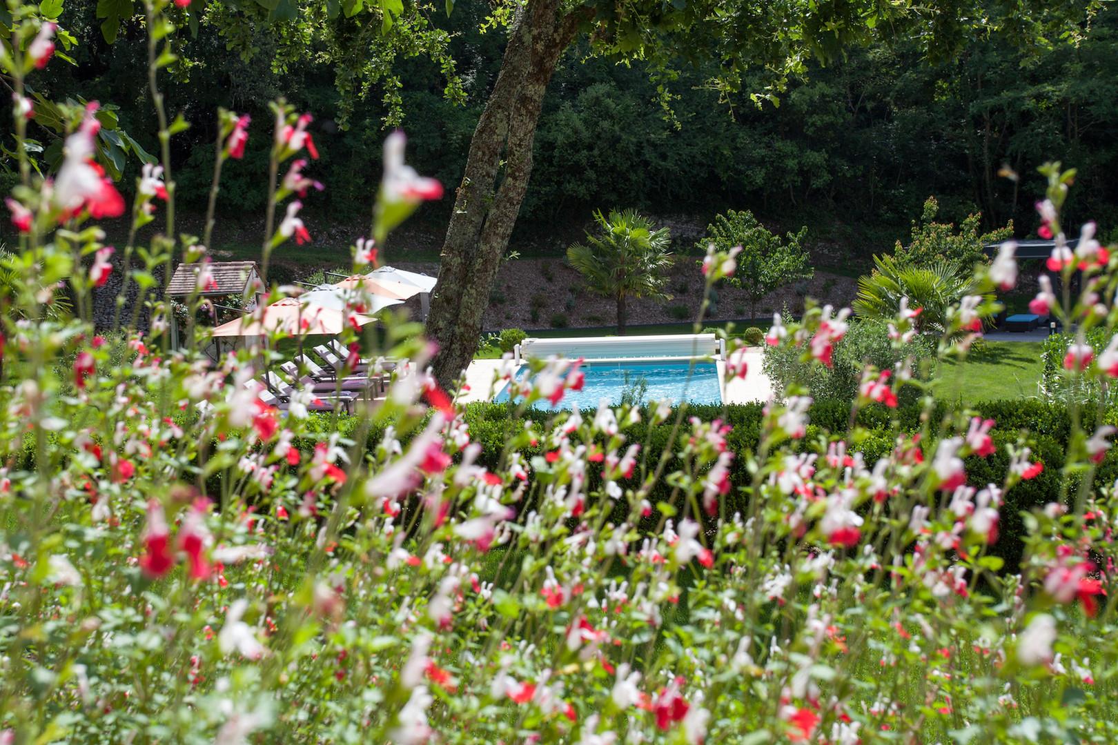 maison-hotes-de-charme-chambre-suite-terrasse-vue-piscine-la-roque-gageac-sarlat.jpg