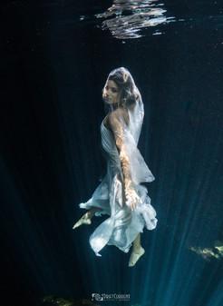 boda bride cenote.jpg