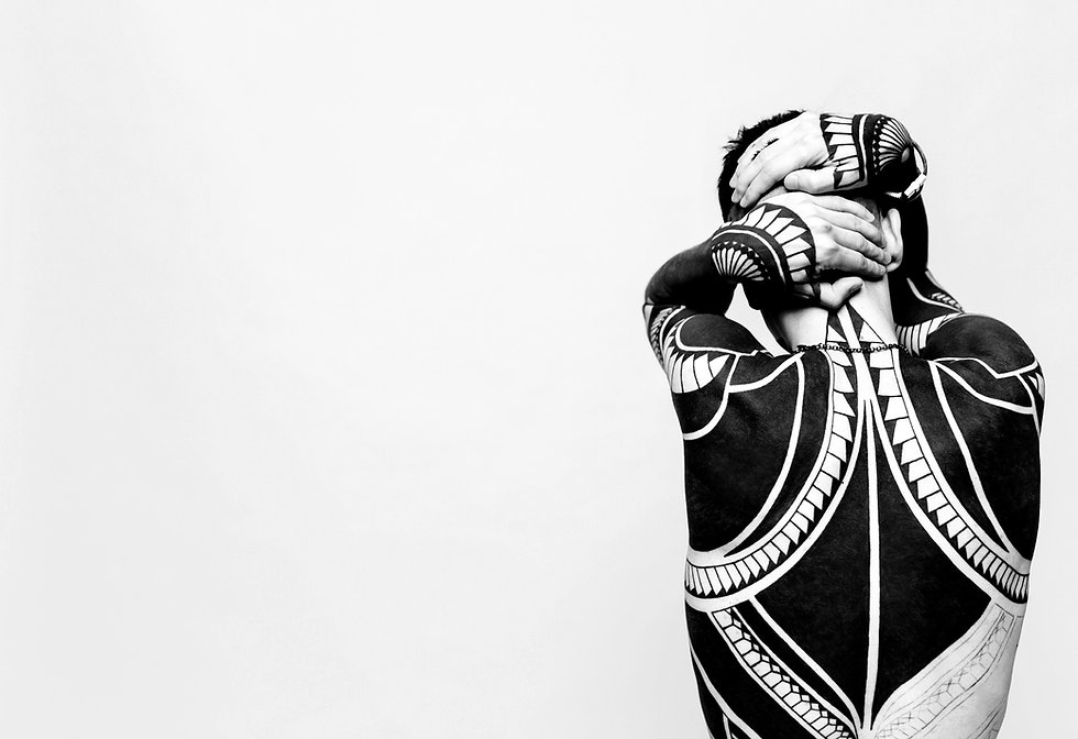 В жизни, видео роликах и фотографиях, татуированное тело очень сильно привлекает внимание. Такой вот «чернильный» маркетинг бытия :)