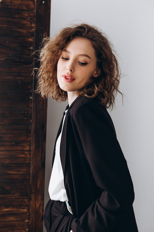 Pantalon tailleur noir élégant pour femme