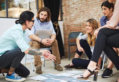 Team diskuterer