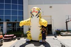 sitting-tiger-inflatable.JPG