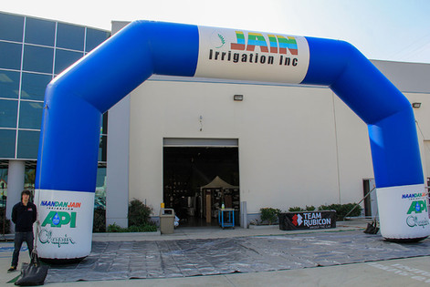 huge-inflatable-arch.JPG
