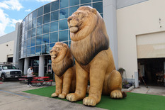 giant-inflatable-lions.JPG