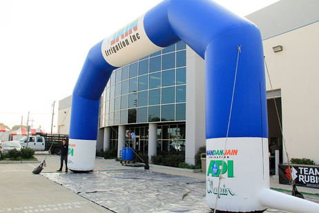 giant-arch-inflatable.JPG