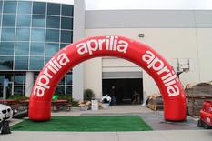custom-inflatable-race-arches.JPG