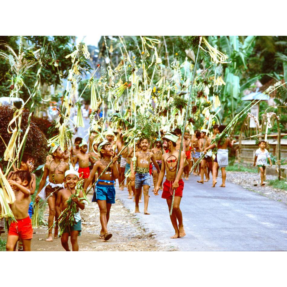 Children imitating a temple procession.j