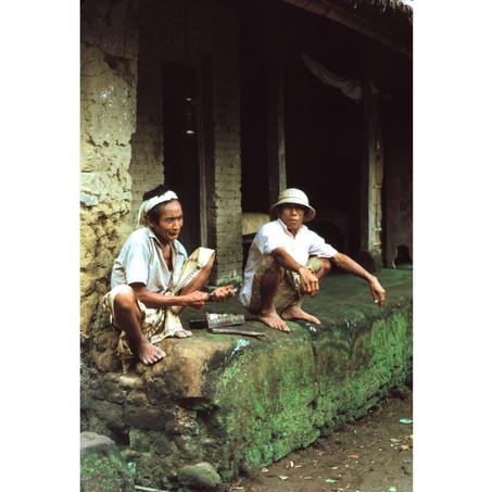 Old men chatting and eating sirih.jpg