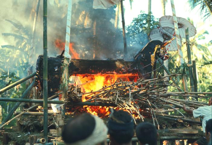 The crematory bull burning
