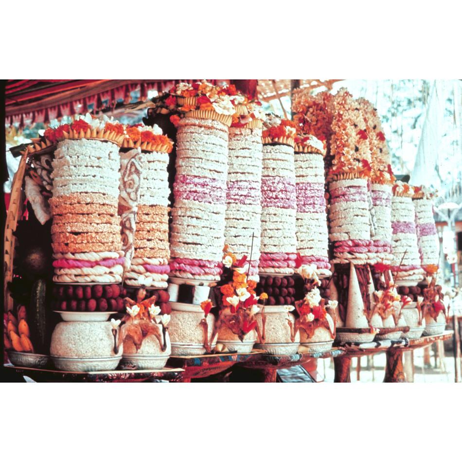 Voluntar offerings lined up in temple.jp
