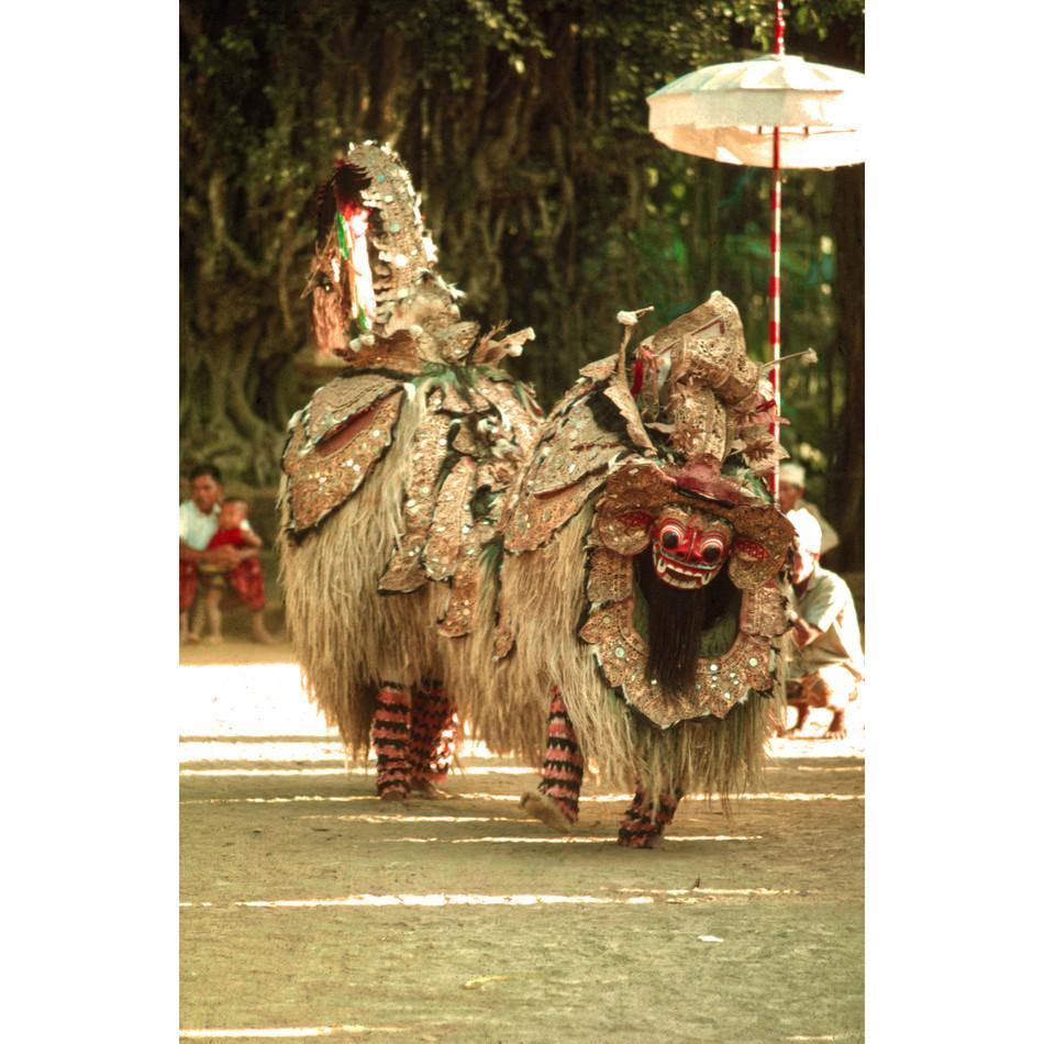 Barong Kèkèt dancing at Galungan.jpg
