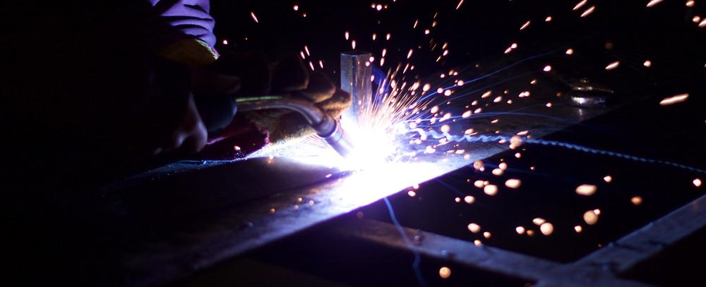 Welding Equipment mig welding machine sparking.