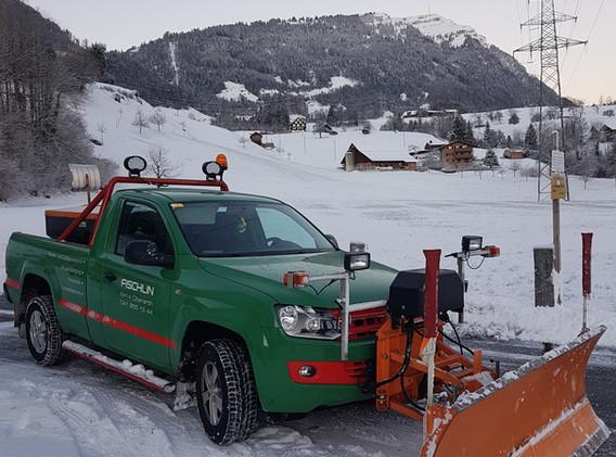 Schneeräumung mit modernsten Fahrzeugen