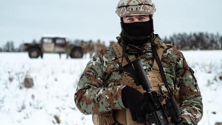 Severnomakedonski bataljon za NATO dobio američke puške M4, stižu JLTV i Strajkeri