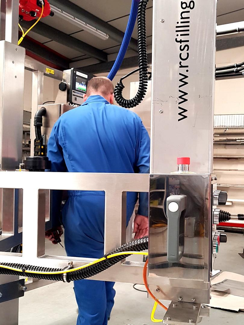 Snake Arm Liquid Filling Machine