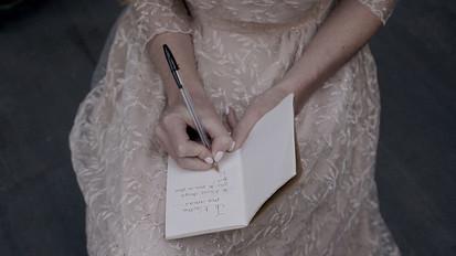 conseils-pour-choisir-votre-videaste-mariage-la-fille-en-combi.jpg