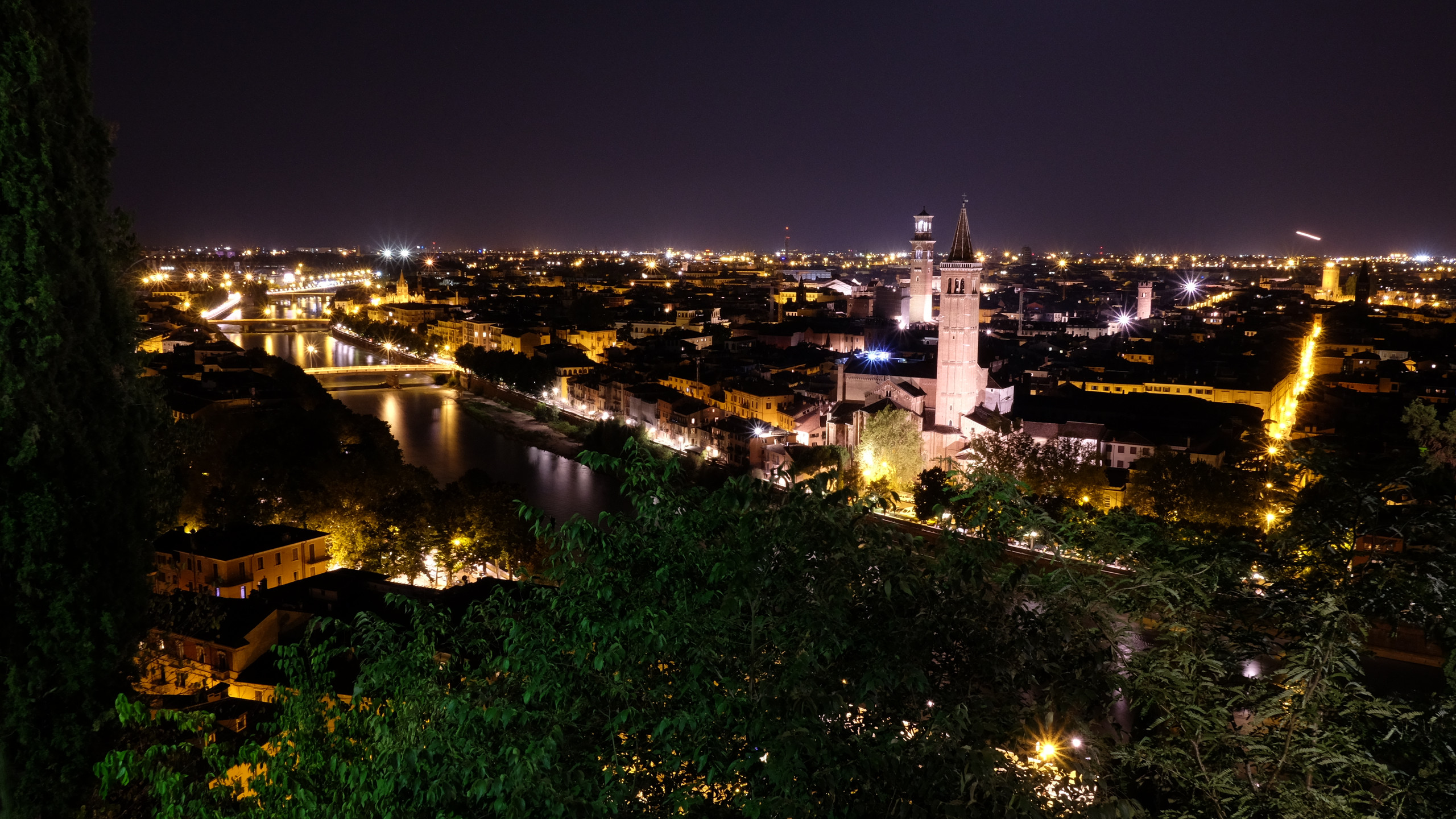 Vérone by night