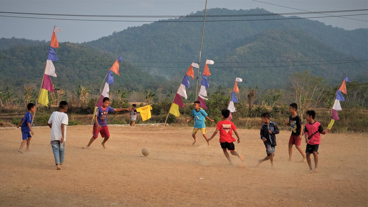 Partie de foot de fin de journée