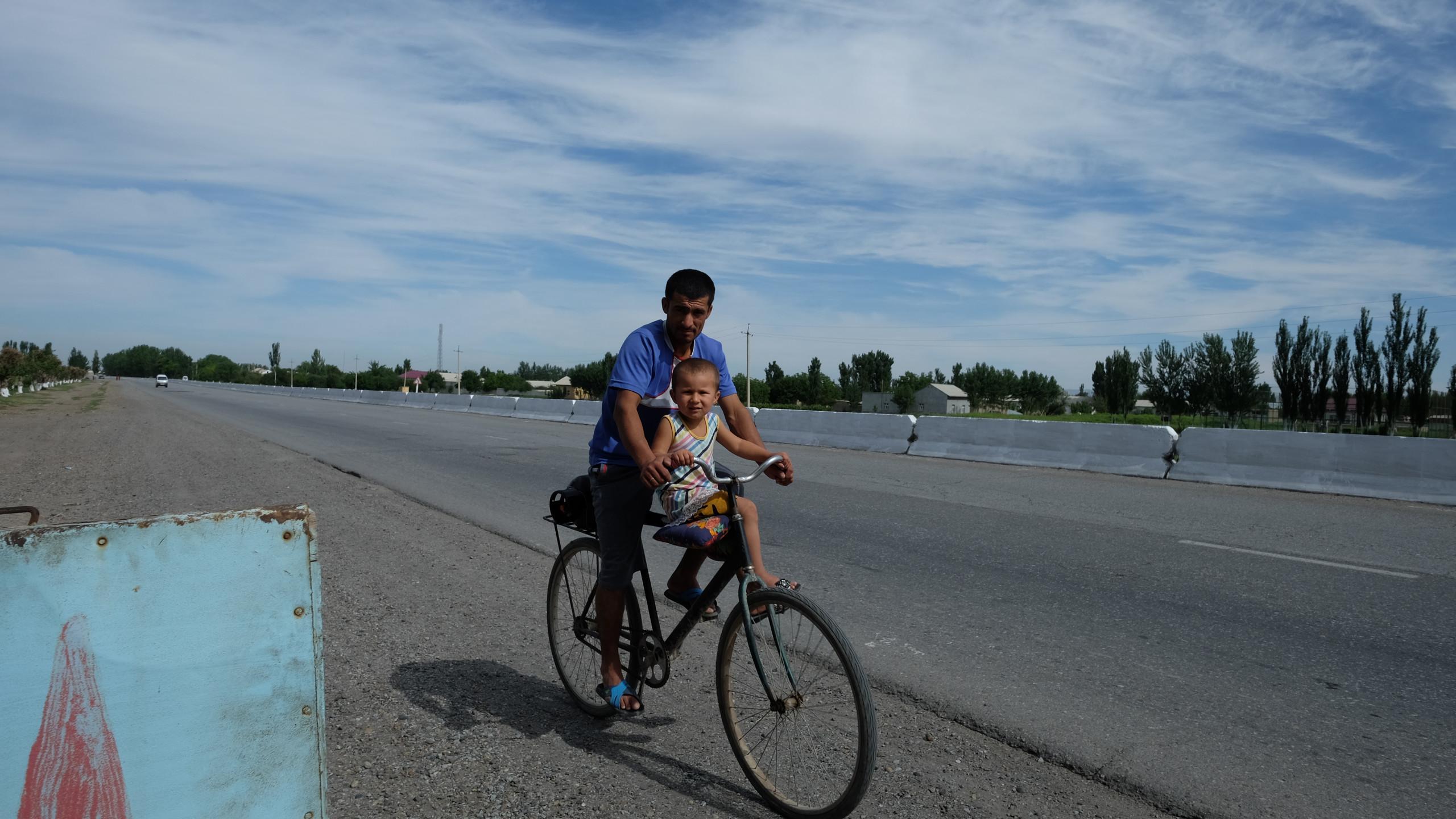 En Ouzbékistan il n'y a pas d'age pour commencer le vélo