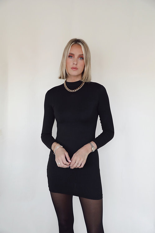 SIMPLE BLACK DRESS