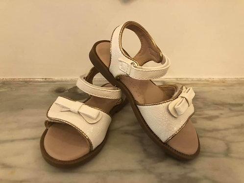 Sandalen ecru met velcro