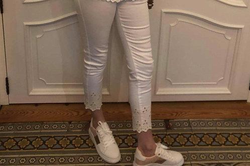 Witte broek aansluitend met kant