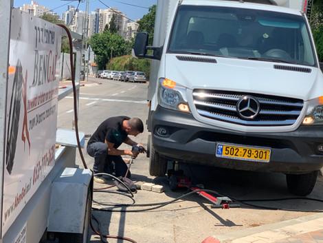 החלפת גלגל למרצדס בחיפה