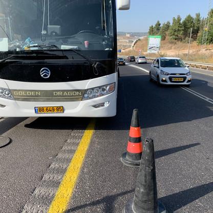 החלפת-גלגל-לאוטבוס.JPG