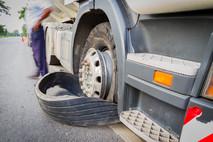 החלפת גלגל למשאית בחיפה