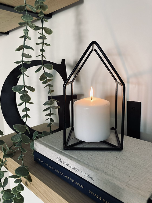 Wire candleholder and candle