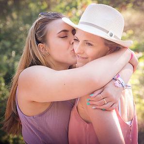 maman fille embrasser