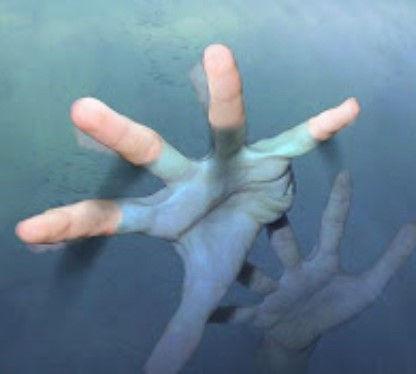 mao na agua .jpg