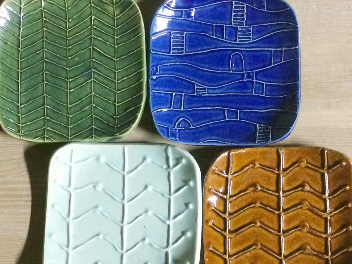 「いっちん」の技法でお皿に模様を描こう!