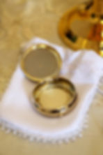 pyx-with-host.jpg  pixabay.com/photos/eucharist-host-communion-catholic-706654