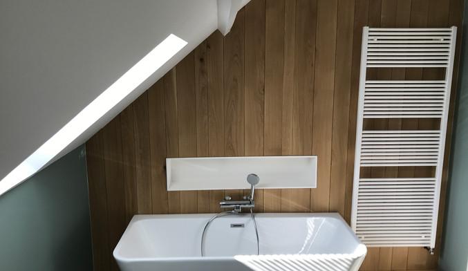 Mur en bois avec niche intégré