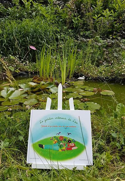 livre lea dans le jardin.jpg