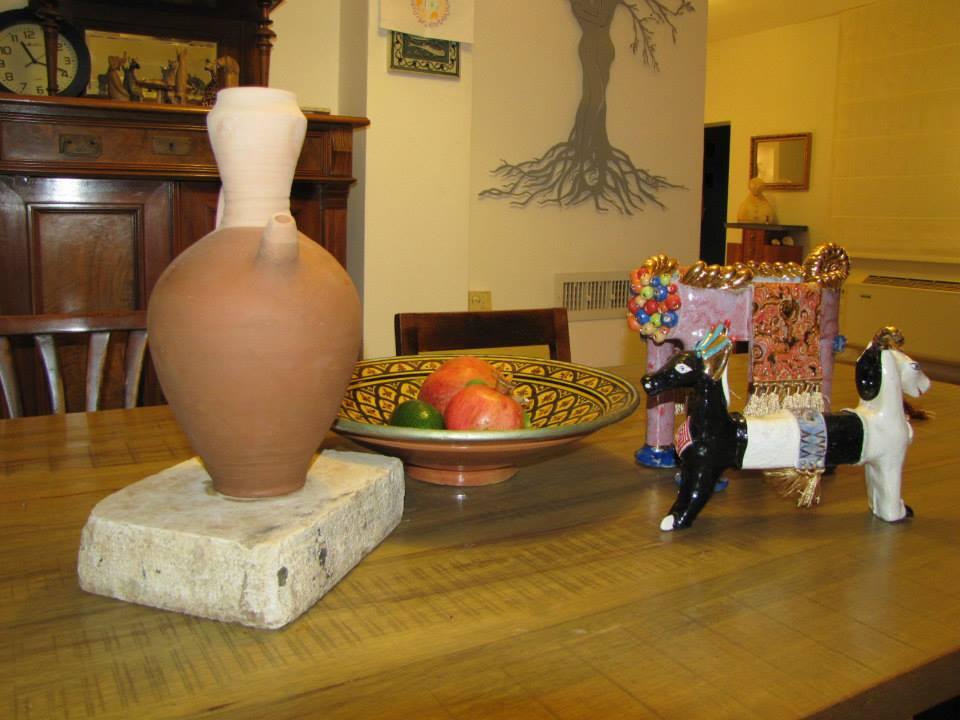 הכד של הפסלת עדית לאדן