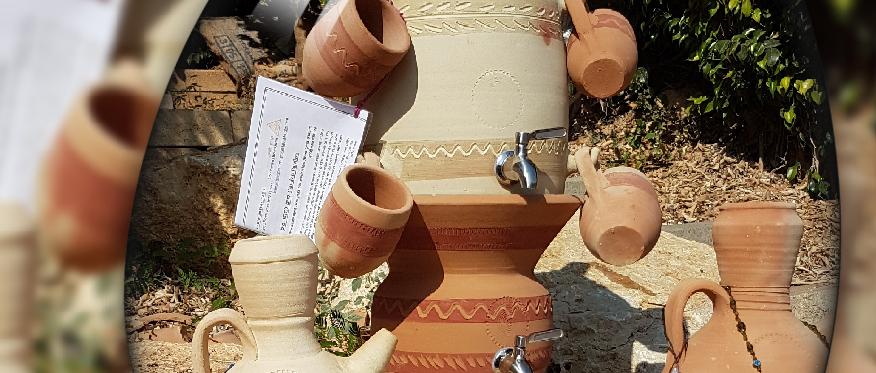 מתקן בר מים מחרס עם ברזים כולל סט כוסות עבודת יד