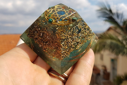 פרמידת מנדלת מגן דוד באבני הקשת בארבע רוחות השמים