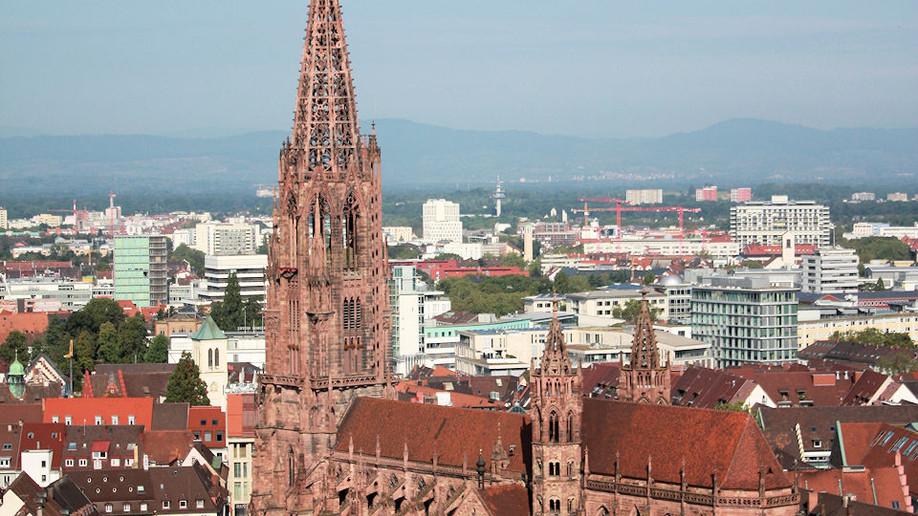 Freiburg eine wunderschöne Stadt im Breisgau, mit den berühmten Bächle durch die Stadt....