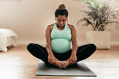 1800x1200_pregnant_woman_exercising_othe