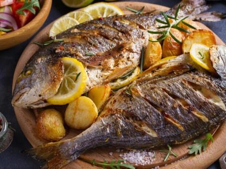 1سمك مشوي اي نوع 500 جرام ، سلطه ، 200 جرام او كوب ارز مطبوخ
