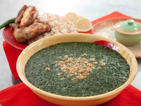 طبق ملوخيه ، 200 جرام او كوب ارز ، 250 جرام دجاج مسلوق ومتحمر في الفرن وسلطه