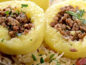 بطاطس محشيه لحم مفرومه وسلطه