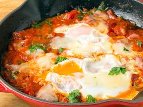 بيض شكشوكة مع خبز شعير بالشوفان