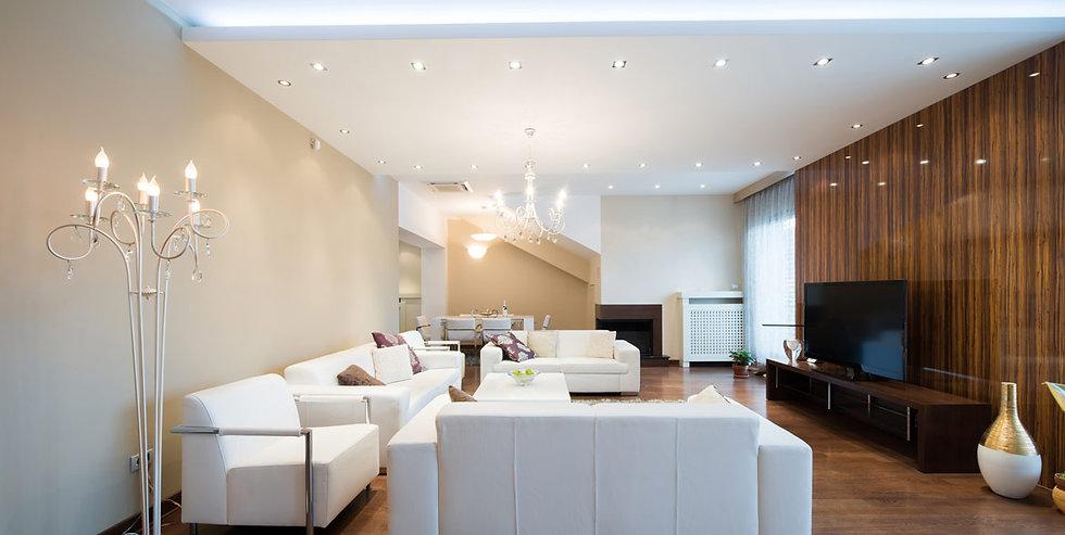 luxus-wohnzimmer-mit-spanndecke.jpg